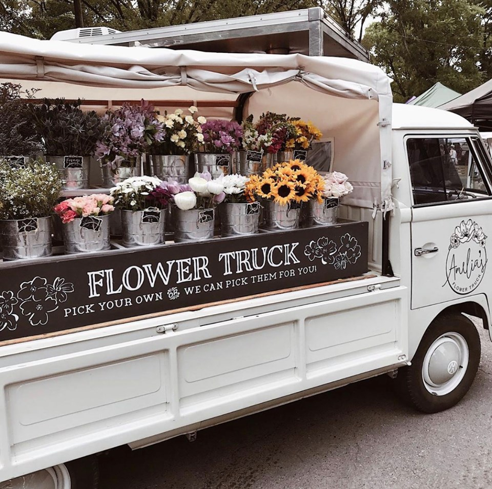 A guide to the best photo spots in Nashville by travel blogger, My Meraki Travel - Amelia's Flower Truck
