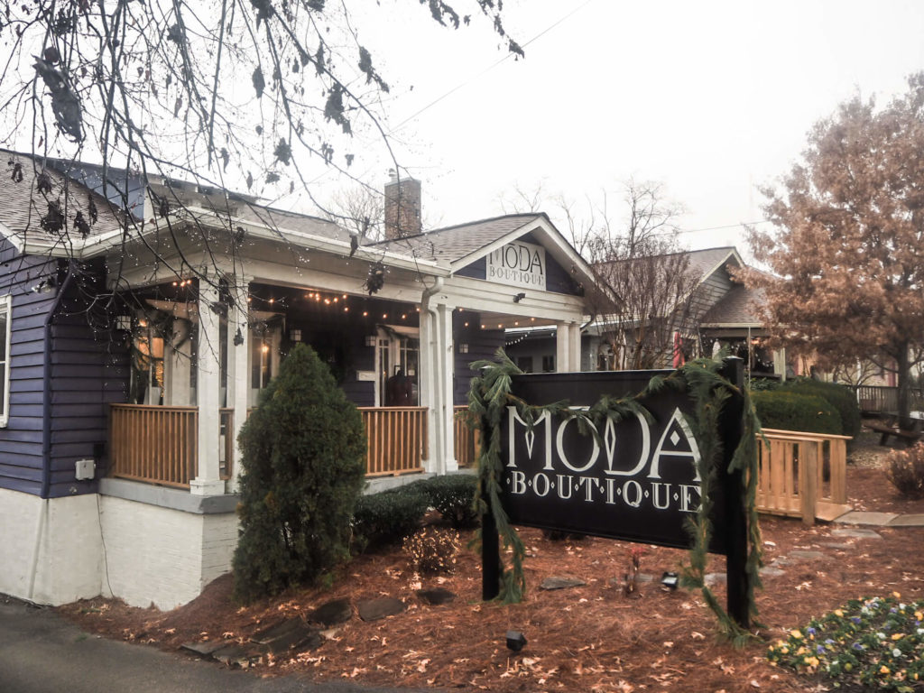 A guide to the best photo spots in Nashville, by My Meraki Travel. Moda Boutique, 12 south