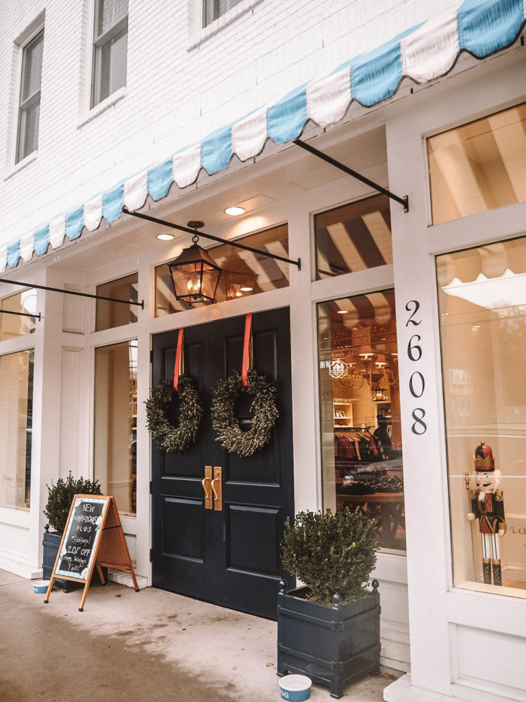 a guide to the best photo spots in Nashville by my meraki travel. the front of the famous store - Draper James in 12 south